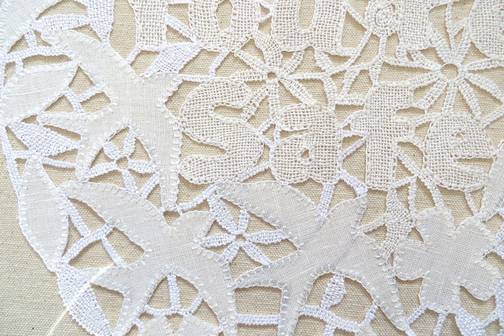 Detail Drone Doily
